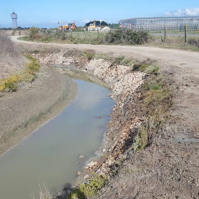 restauration de berges par enrochements sur l'étreau des Ransins;