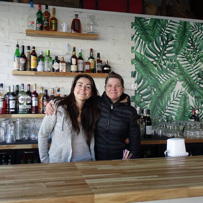 Julie SOUCHAIRE et Sophie PALUSSIERE, ont créé un bar et restaurant évolutif, Le Fil Rouge, à Noirmoutier-en-l'île