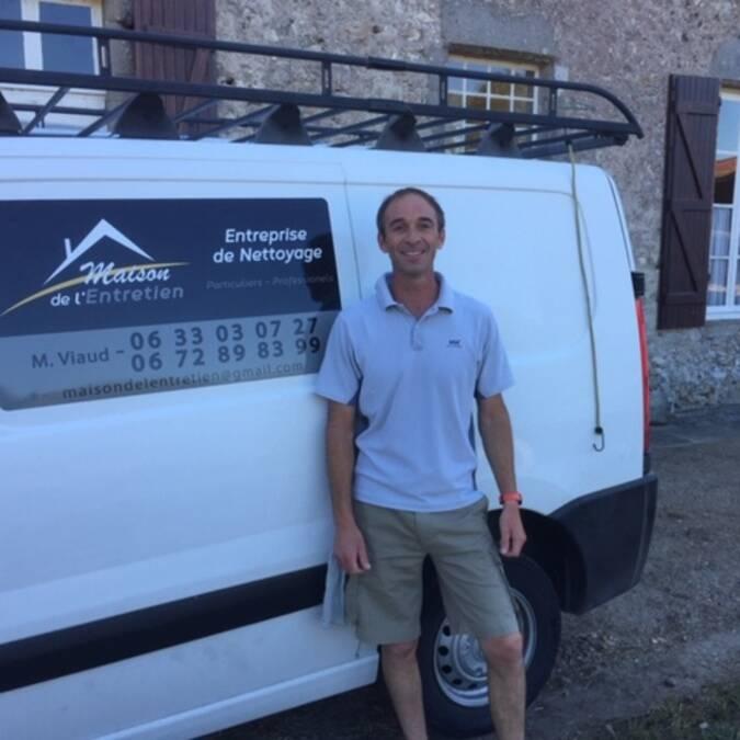 Medhi VIAUD a repris l'activité de nettoyage industriel, dont le siège est à l'Epine, «La Maison de l'Entretien»